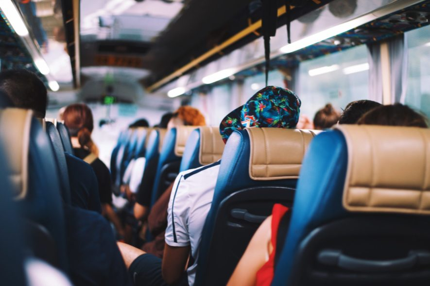【バス旅行】添乗員の「朝と帰りの挨拶」を紹介【挨拶の例文と流れ】