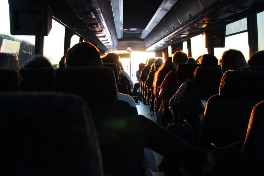 添乗員とバスガイドの違い